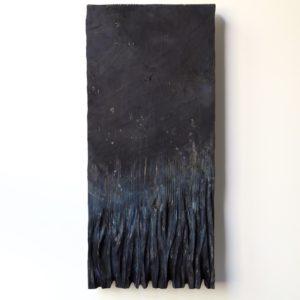 Yötä vasten, 2021, kuusi, tempera, 59 x 27 x 3 cm