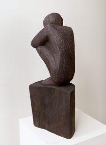 Kyykyssä, 2018, mänty, 65 x 18 x 26 cm